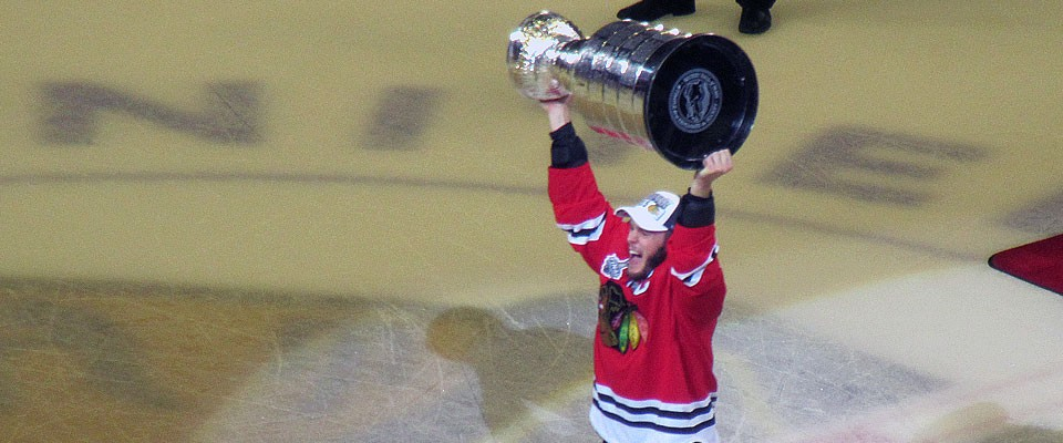 Toews Hoists the Cup at home.
